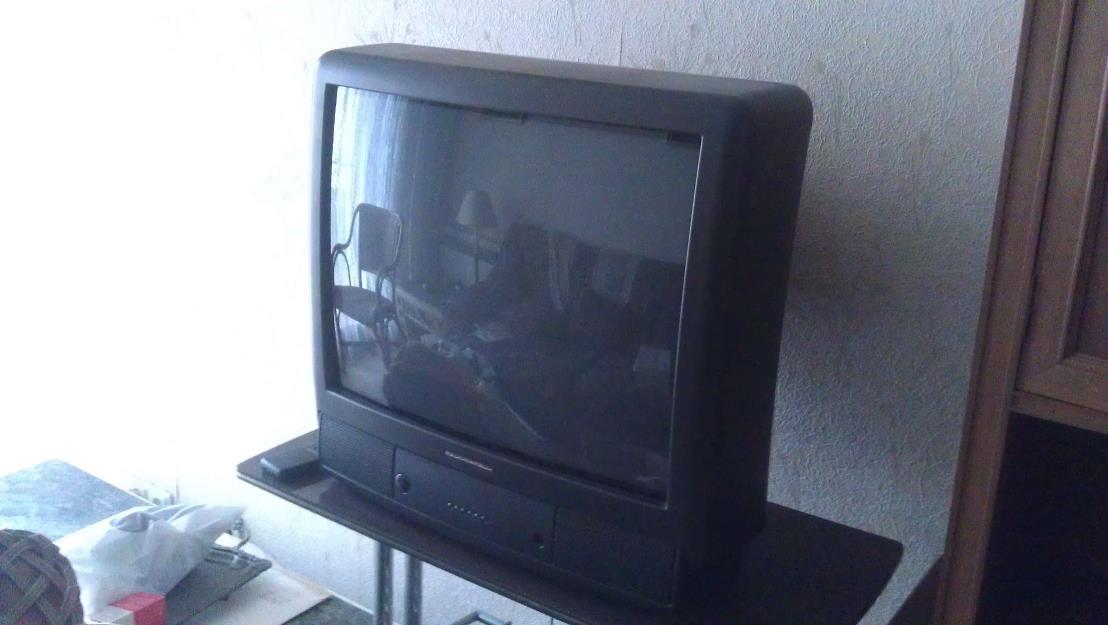 2 Televisores (TV) - Uno de anticuario