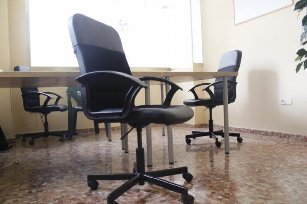 6 Mesas y 6 Sillas de Oficina Barato y Casi Nuevo