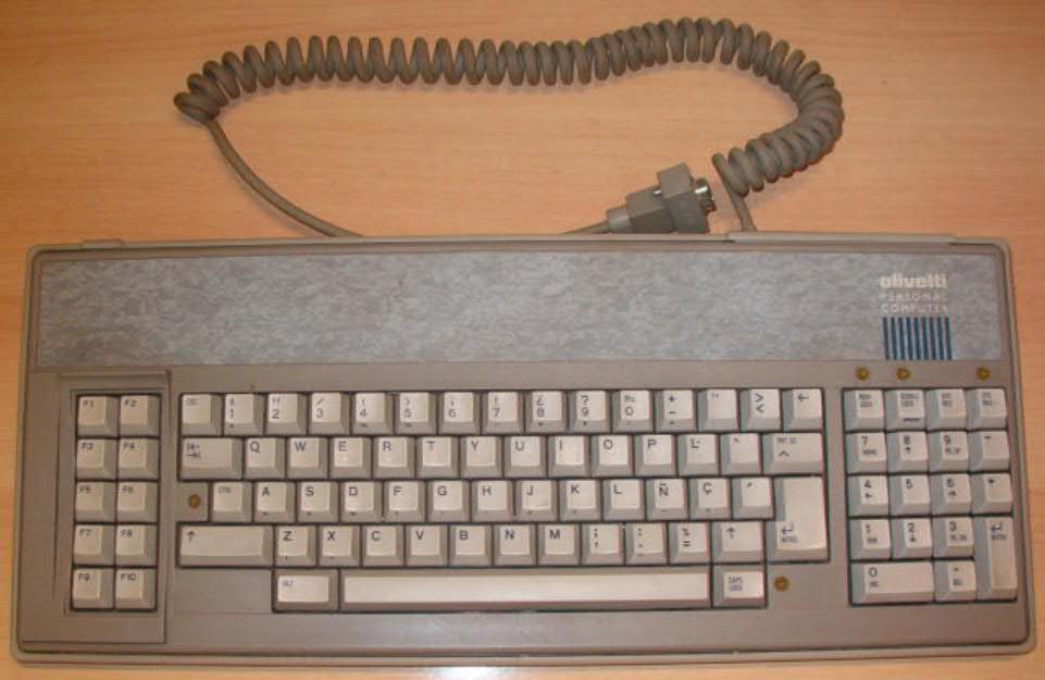 Ordenador antiguo Olivetti M28