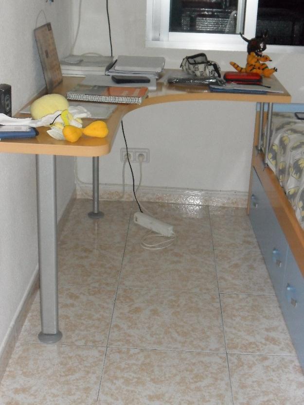 Cama cabecero y pie, escritorio adaptado