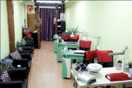 Liquidación de muebles y productos de manicura y pedicura por cierre de negocio.