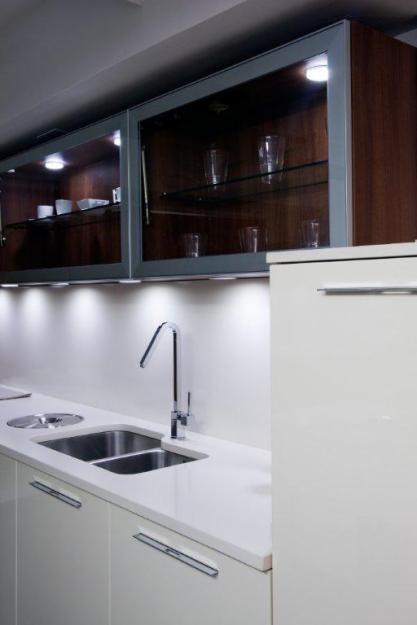 Muebles cocina crhonos crema exposicion