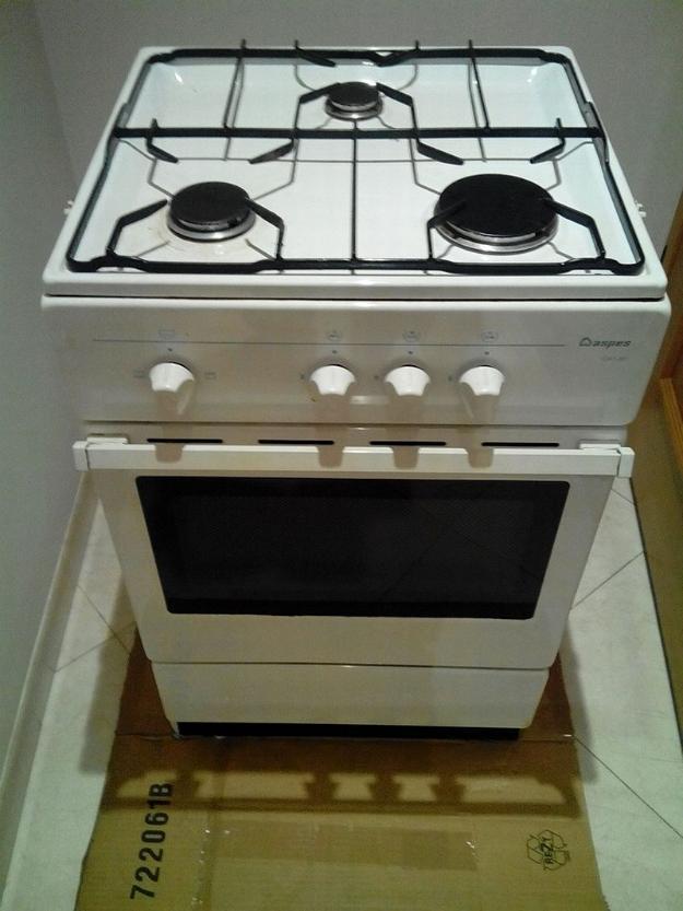 Cocina horno de 3 fogones de gas butano aspes en madrid