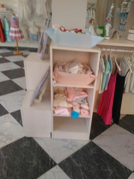 Mobiliario tienda de ropa de niños
